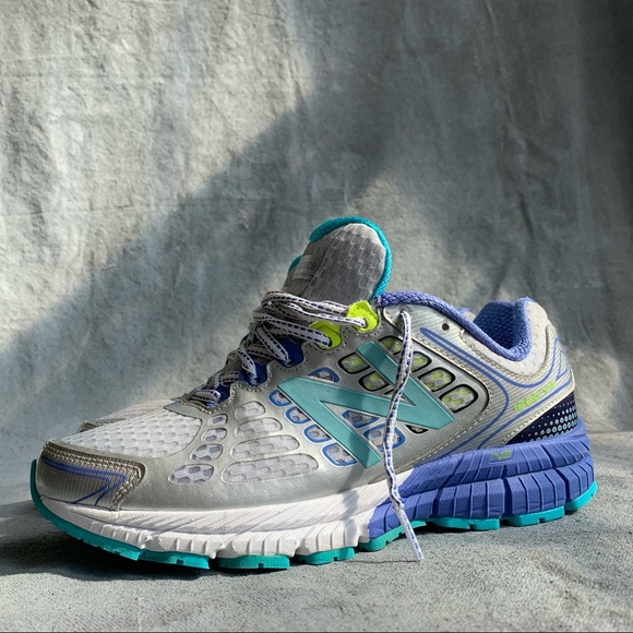 New Balance 26 V4 Running Shoes